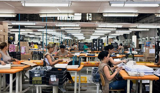 auxiliar-de-producao-roupas