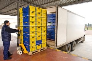 plastic_boxes_in_truck_2